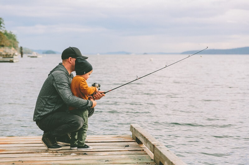 father-and-son-fishing-USW4CPQ (1)